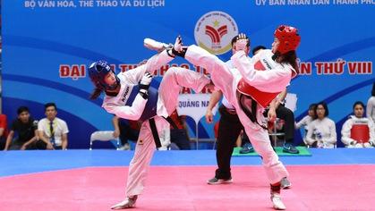 """Taekwondo ĐH8: Hồ Thị Kim Ngân """"đại chiến"""" Trương Thị Kim Tuyền nghẹt thở"""