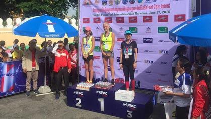 Runner nữ U50 Việt Nam giành giải 3 Phnompenh Half Marathon 2018