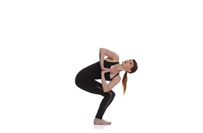 6 tư thế Yoga làm nóng cơ thể xua tan cái lạnh như băng giá Sa Pa