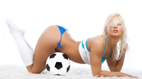 Bài tập đốt mỡ chỉ 5 phút với trái bóng tròn mùa World Cup