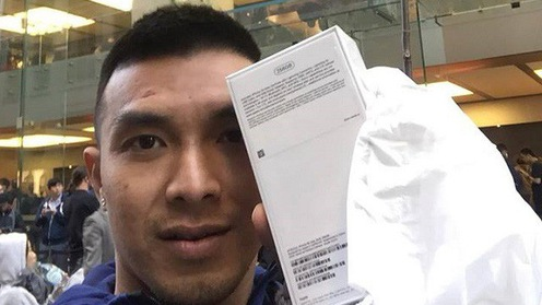 Sao VBA trở thành một trong những người đầu tiên sở hữu Iphone XS Max tại Việt Nam