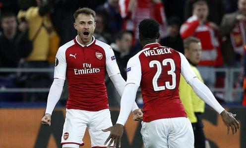 Thoát hiểm tại Moscow nhờ Welbeck và Ramsey, Arsenal vào BK Europa League