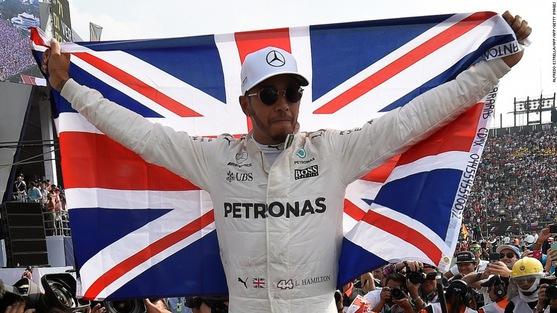 """Hé lộ bí quyết """"giấc ngủ sâu"""" giúp ngôi sao đội đua Mercedes thăng hoa"""