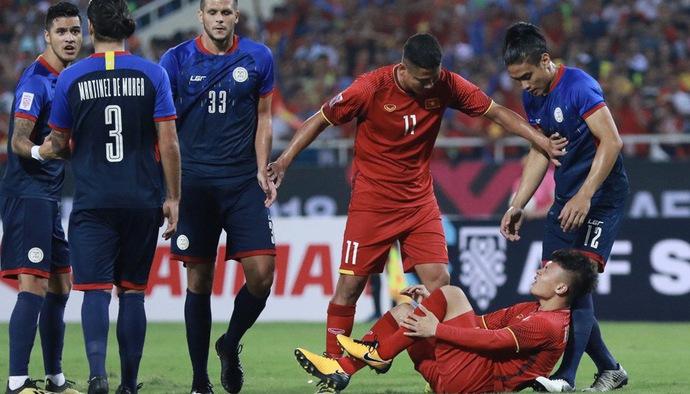 """Chung kết AFF Cup 2018: Ở ĐT Việt Nam, liệu có ai bị """"ăn đòn"""" nhiều hơn Quang Hải!"""