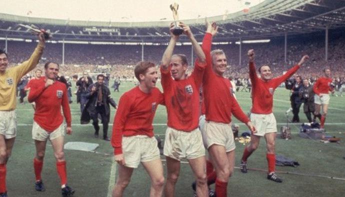 Huyền thoại World Cup: Hiệp sỹ đáng kính Bobby Charlton
