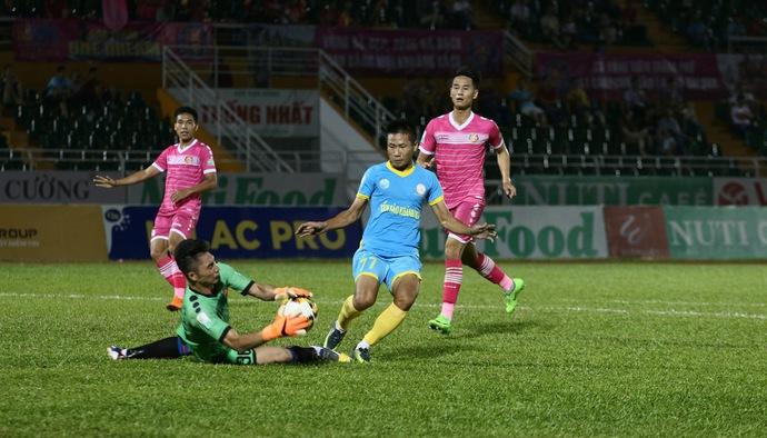 Toure tỏa sáng phút bù giờ, giúp Khánh Hòa thoát thua Sài Gòn FC