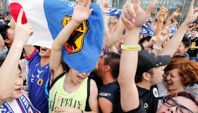 """CĐV ĐT Nhật Bản """"quẩy tưng bừng"""" sau chiến thắng trước ĐT Colombia tại World Cup 2018"""