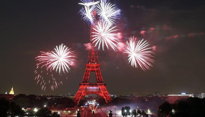 Tháp Eiffel biến hình ảo diệu mừng chức vô địch World Cup 2018 của ĐT Pháp