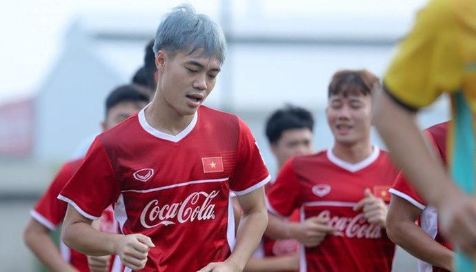 Tuyển thủ U23 Việt Nam Nguyễn Văn Toàn gây bão trên MXH với màu tóc mới