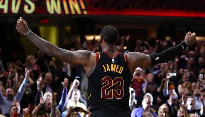 Những cú buzzer beater định đoạt trận đấu tại NBA 2017/18