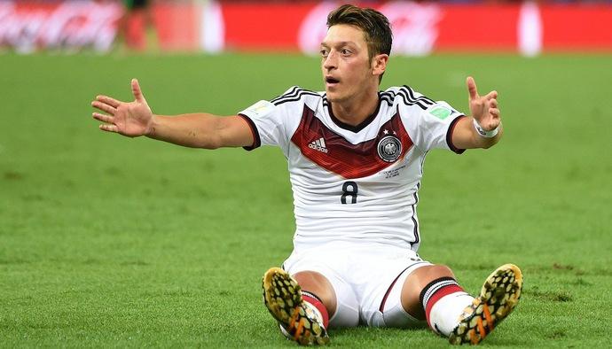 SỐC!!! Mesut Ozil từ giã ĐTQG Đức vì bị phân biệt chủng tộc