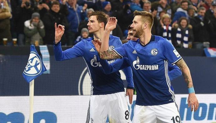 Video hài hước: Màn ăn mừng kiểu… phi tiêu siêu dị tại Bundesliga