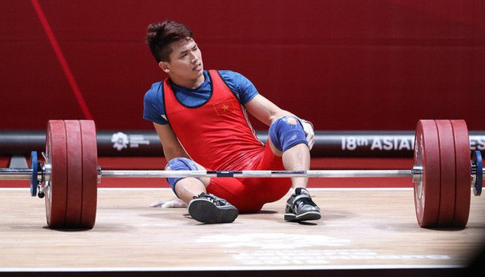 Trịnh Văn Vinh khiến khán giả thót tim ở lần đẩy cuối hạng cân 62 kg tại ASIAD 2018