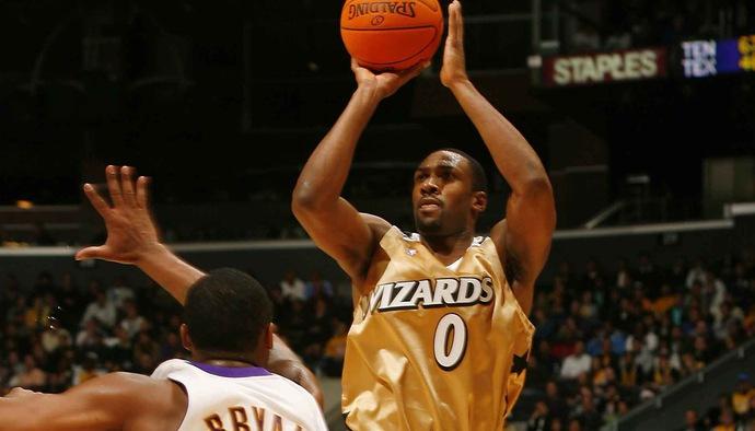 """Nhìn lại 60 điểm kinh điển của Gilbert Arenas khiến Kobe Bryant """"ôm hận"""" tại NBA 2006"""