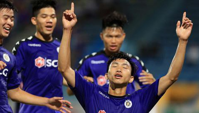 Đoàn Văn Hậu lọt Top 6 cầu thủ ghi bàn bằng đầu tốt nhất sau 23 vòng V.League 2018