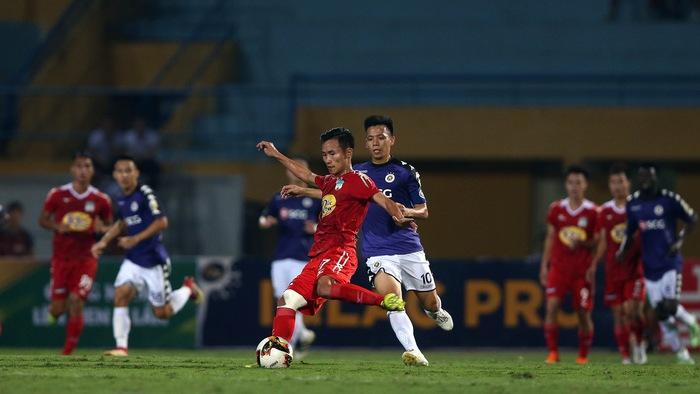 Video kết quả: Cái lưng của Thành Chung giúp Hà Nội FC thắng kịch tính HAGL