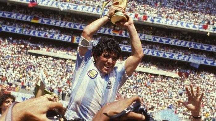 """Huyền thoại World Cup: Bàn tay của """"Chúa"""" Maradona vẽ ra Cúp vàng"""