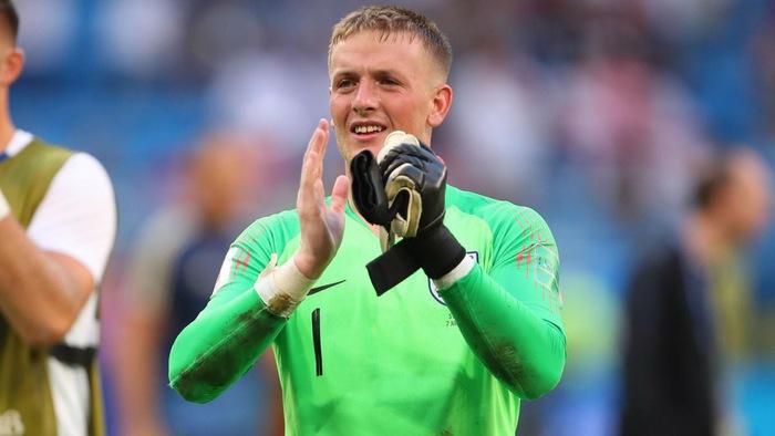 Thủ môn Jordan Pickford tặng đôi găng cho CĐV sau thất bại tại bán kết World Cup 2018
