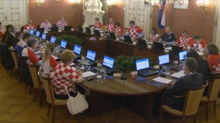 Mừng chiến tích vào chung kết World Cup 2018, toàn bộ lãnh đạo mặc áo ĐT Croatia tham dự cuộc họp