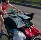 """""""Super mom"""" 8X lập KLTG chạy half marathon đẩy xe nôi 3 người"""